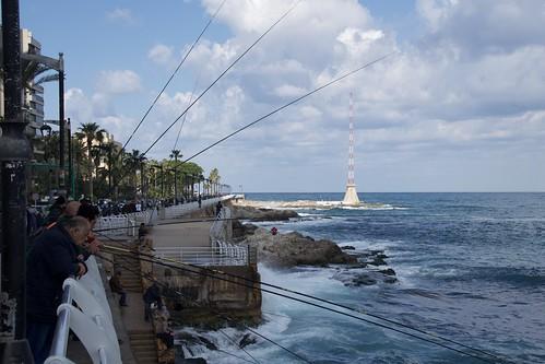 Pesca de canya al litoral de Beirut, Líban.