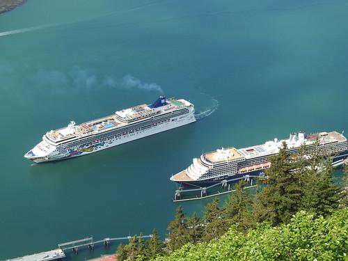 Norwegian Jewel and Noordam cruise ships