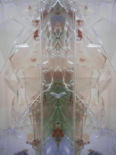 """Ubu Roi: """"merdre"""" """"Schoiße""""  """"Schreiße"""" - Pareidolia - Collection: Shards of Glass Sammlung: Glasscherben"""