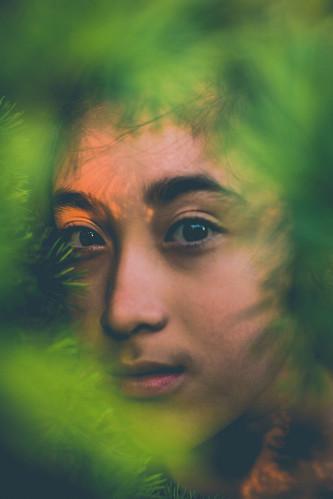 Green living. 💚  #ukiyo #magicofchildhood #majestic_people #beauty #Flickr #kidsmood #child #portraitphotographer #Flickr_mood #portrait #portraitcentral #pursuitofportraits #london #moodyportrait #humanedge #portraits #of2humans #Flickr_portr