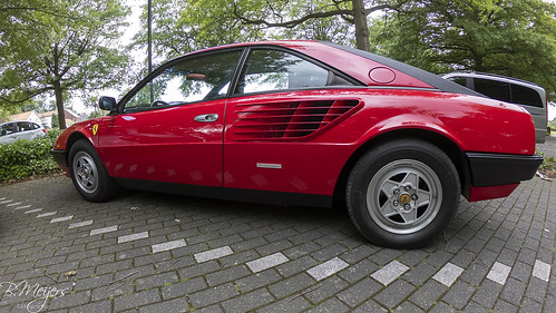 Ferrari Mondial side