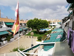 urbanización provista de piscina y jardines, muy tranquila y privada.  Solicite más información a su inmobiliaria de confianza en Benidorm  www.inmobiliariabenidorm.com