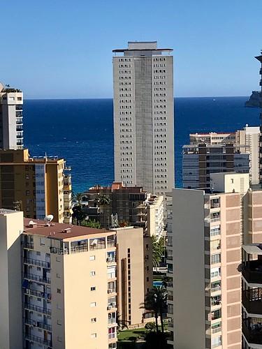 Fabulosas vistas al mar, muy soleado y privado. Solicite más información a su inmobiliaria de confianza en Benidorm  www.inmobiliariabenidorm.com