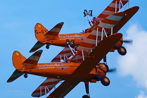AeroSuperBatic Wingwalkers Gemma en Kirsten - Boeing   A75N1 Stearman - no5 - G-IIYI en no 2.   Oostwold Airshow 2019.