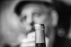 07-Christian veut finir la bouteille de vin - Photo of Reilhaguet