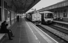 37418 arrives at Cardiff Central