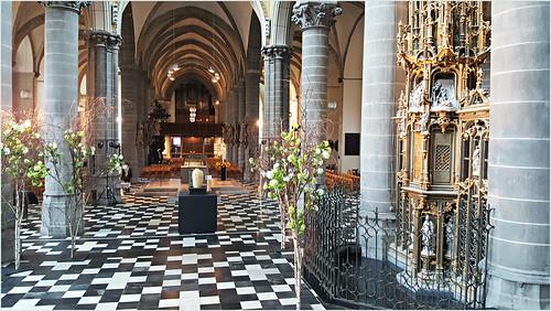 Eglise Saint-Martin, à droite le tabernacle, Kortrijk (Courtrai) Flandre Occidentale, Belgium