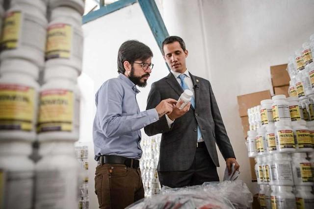 Verba de ajuda humanitária financiou vida luxuosa de assessores de Guaidó, diz jornal