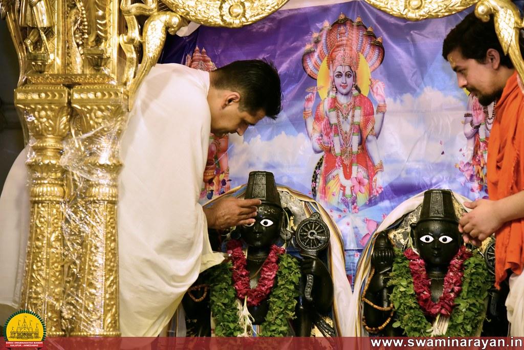 Kesar Snaan Abhishek - Kalupur Mandir