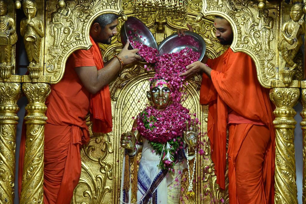 Kesar Snaan Abhishek - Narayanghat Mandir