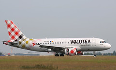 Airbus A319-111, Volotea, provenance Figari, EC-MTC - Photo of Seclin