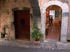 Gallery Doorway - Photo of Villeneuve-Loubet