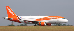 Airbus A320-214, EasyJet, provenance Naples, OE-INH - Photo of Seclin