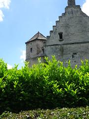 Bourecq - Le manoir de Bourecq avec sa tourelle octogonale et ses pignons à pas de moineaux typiques de l'architecture flamande date du XVIe siècle. - Photo of Camblain-Châtelain