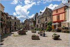 Rochefort-en-terre: La place du Puits