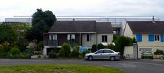 Tours, Indre-et-Loire: derrière les maisons un nouvel immeuble surmonté d'une serre