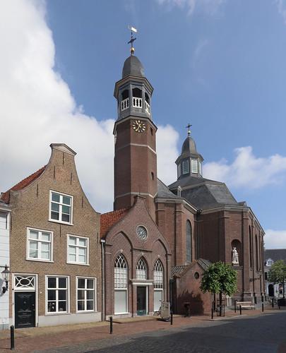 Ravenstein - Marktstraat en St Luciakerk