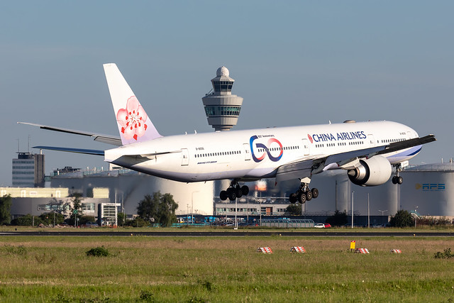 B-18006 China Airlines Boeing 777-309(ER)