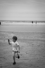 Enfant jouant sur la plage - Photo of Saint-Arnoult