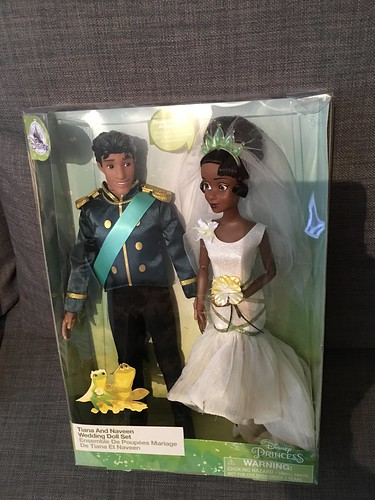 2019 Disney Store Prince Naveen & Tiana 12