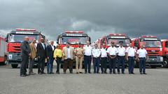 Vicente Mota Medina, Director ejecutivo del Sistema Nacional a Emergencia y Seguridad, (911), entrega siete camiones de bomberos a igual número de ayuntamientos.