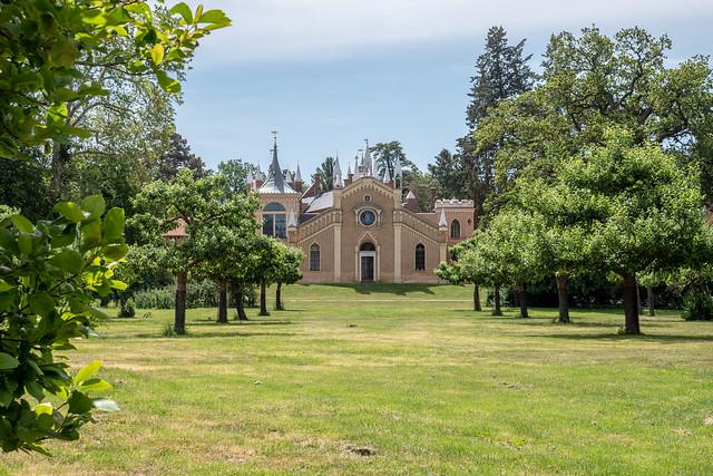 Wörlitzer Park: Blick vom Floratempel zum Gotischen Haus - Wörlitz Park: The Gothic House seen from the Temple of Flora