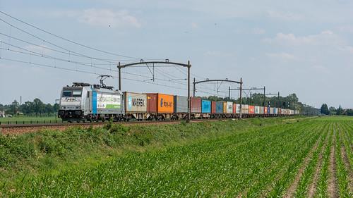 Hulten RTB 186 421 met containers naar Pernis