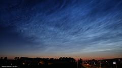 Lichtende nachtwolken incl_vliegtuig