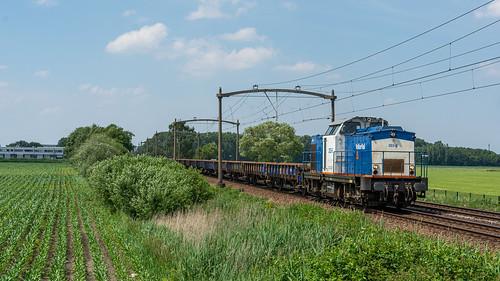 Hulten Volker Rail 203-5 met sleep Klmoss'n