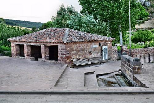 Fuente y lavadero (Luzón)