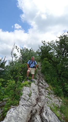 Wandern auf dem Kamm des Lägerensattel oberhalb von Baden