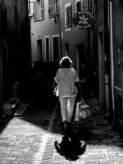 Hyères - Dans la vieille ville. Entre l'ombre et la lumière. - Photo of Carqueiranne