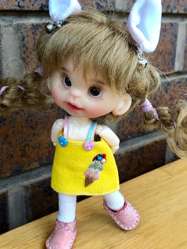 Coral Belle, an original sculpted head ( by AppleSong) on an Obitsu body...