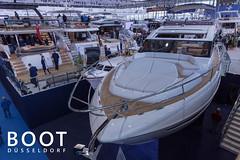 """Luxuriöse Yachten und teure Partyboote auf der Wassersportmesse und Bootsaustellung """"Boot Düsseldorf"""""""