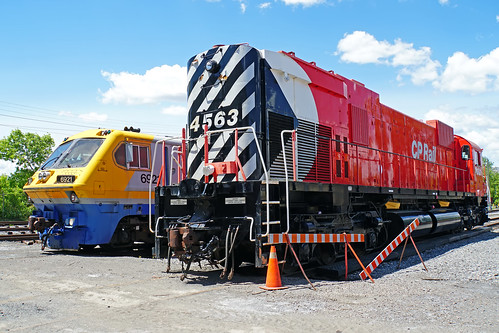 DSC00599 - Locomotive CP 4563  & Locomotive VIA 6921