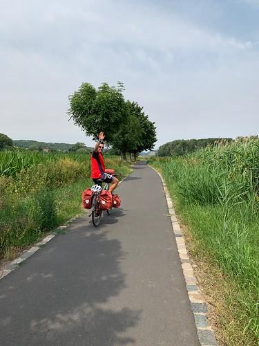 Auf dem flachen Elbe Radweg
