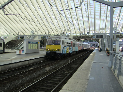 NMBS 350 at Liége Guillemins working S44 5188 18.08 Liége Guillemins to Waremme