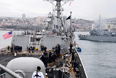 USS Michael Murphy and the Chilean navy frigate prepare to depart Valparaiso, Chile while participating in UNITAS LX