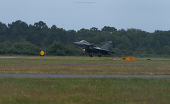 Rafale landing - Photo of Sanguinet