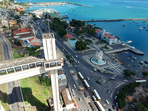 Elevador Lacerda Salvador - Bahia - Brasil #dronephotography #djispark #drone #DroneDJI #DroneBahia #aerial_view #aerialview #viewfromthetop #dji  #drones #dronelife #droneworld #droneshot #aerialphotography