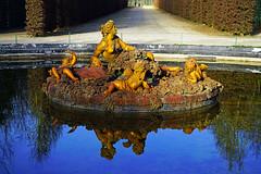 Flora fountain, Versailles gardens, Paris - Photo of Châteaufort