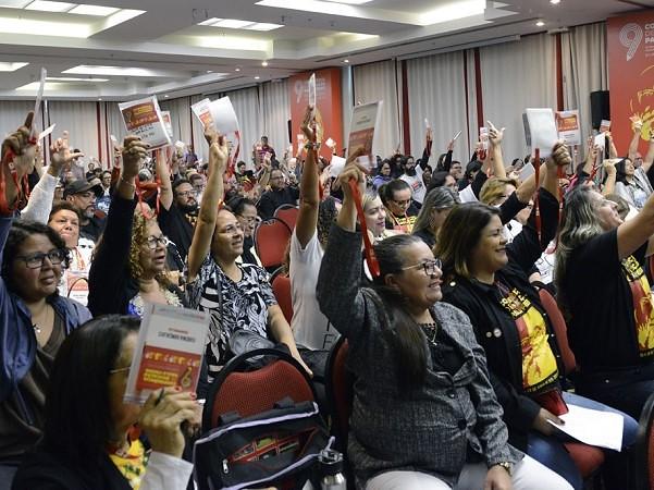 Plenária da Confederação Nacional dos Trabalhadores em Educação, em Curitiba - Créditos: Divulgação