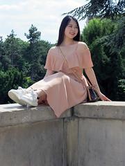Elegant Korean girl in apricot color dress - Photo of Fontenay-aux-Roses