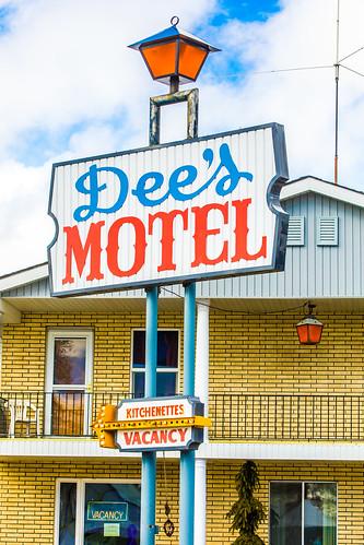 Dee's Motel