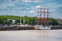 02-Le Sedov, les Quinconces, la scène de concerts - Photo of Le Bouscat