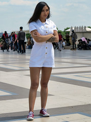 Girl wearing a white romper outfit - Photo of Châtillon