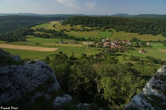 Vue des falaises du Village de Cussey Sur Lison