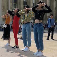 Four Korean dancing girls - Photo of Vanves