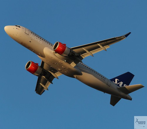 SAS A320-251NEO EI-SIE taking off at LHR/EGLL
