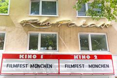 Schild wirbt Filmfest München in Rio Filmpalast